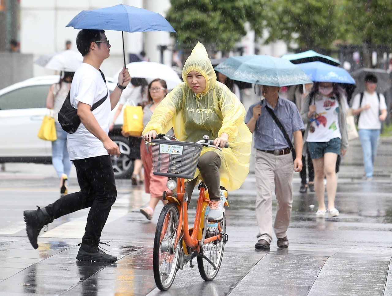 瑪莉亞颱風襲台,新北宣布今天停班停課。 記者余承翰/攝影