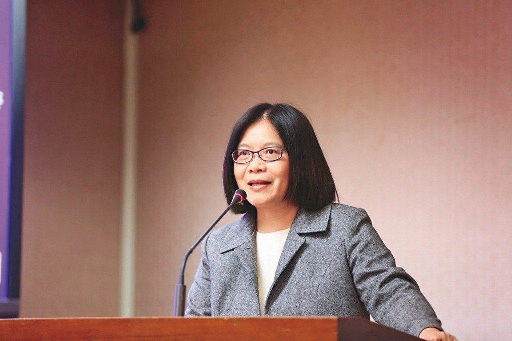 民進黨立委管碧玲被徵詢出任已經空缺一個月的教育部長一職,不過因為還有選區補選等問...