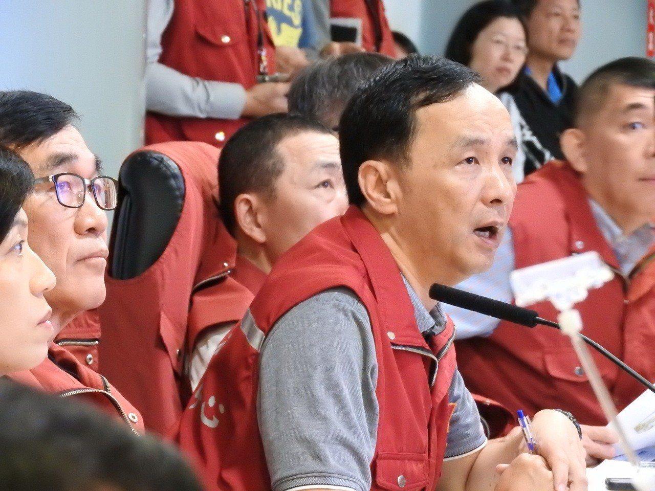新北市長朱立倫昨晚說,台北或基隆可根據區域考量,要不要照生活圈慣例停班課,新北市...