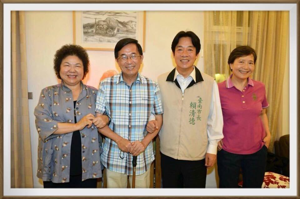 陳水扁與陳菊等人合照。圖/取自新勇哥物語臉書