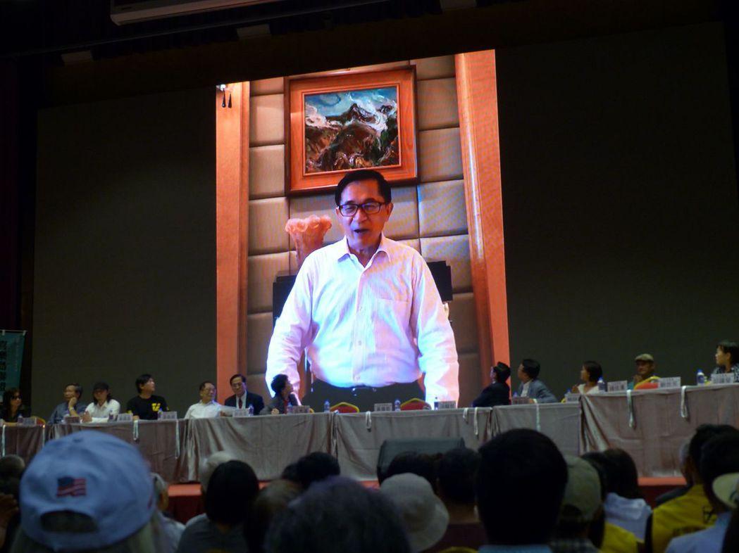 前總統陳水扁在喜樂島聯盟大會上,以播放錄影帶方式,大談川金會對台灣的啟示。圖/聯...