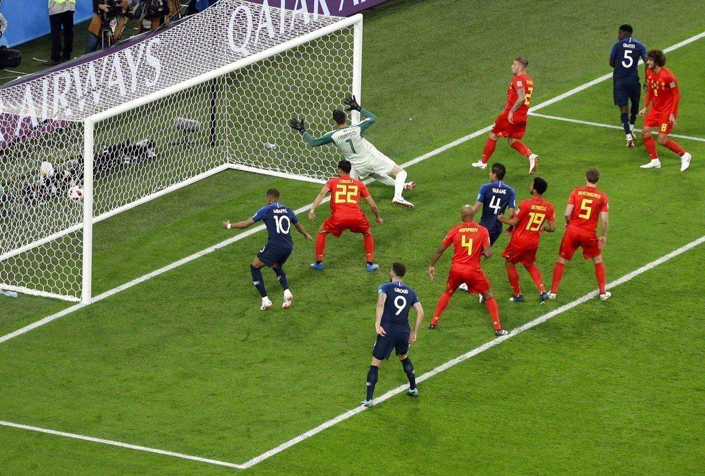法國靠烏迪迪頭錘率先破網。 美聯社