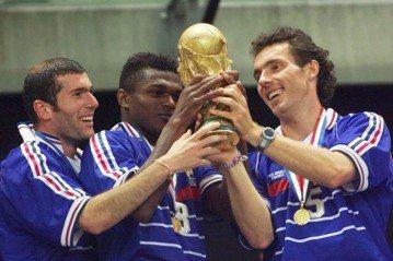 法國奪冠有望 球迷遙想1998年榮光