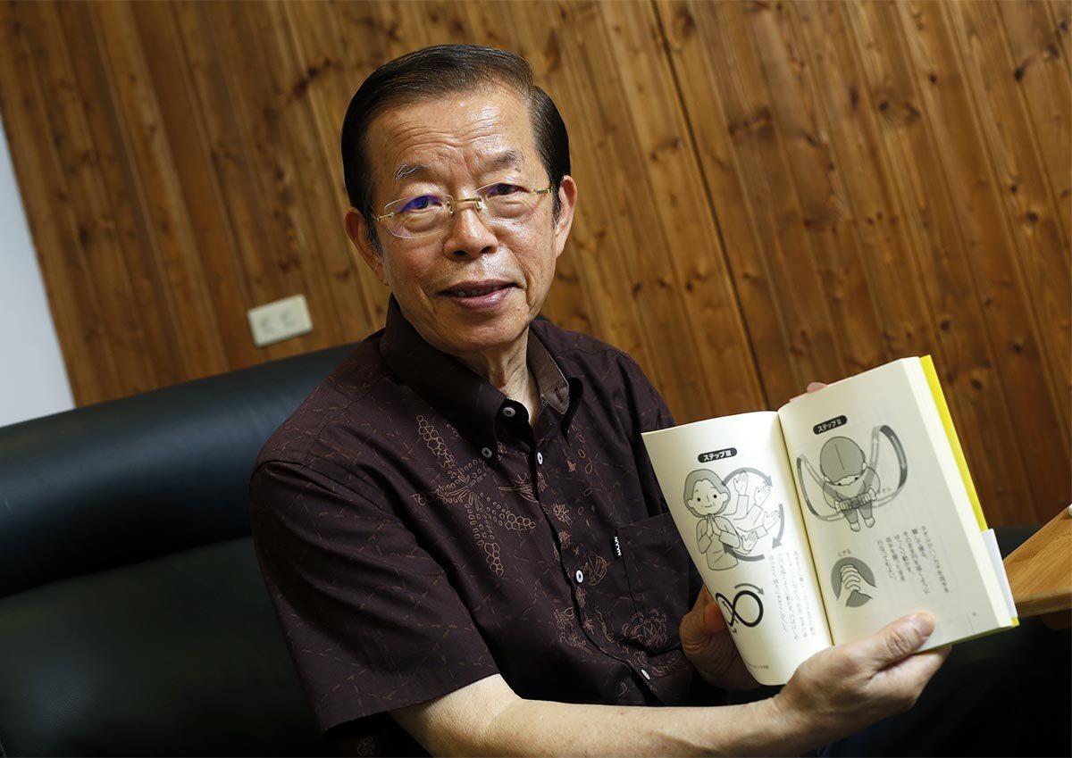 用寫書的方式,謝長廷拉近他和駐地日本的距離。 攝影/郭晉瑋