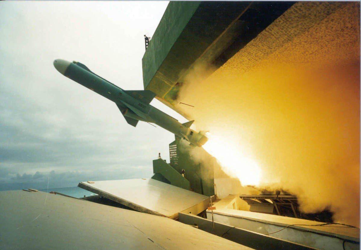 台灣對飛彈射程,沒有非常長程的需求。圖為雄二飛彈。 中科院提供