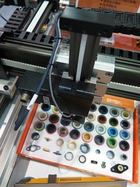 圖2 : 工廠生產現場中,所有的細節與狀況都有可能干擾、延滯系統的建置,然而這也...