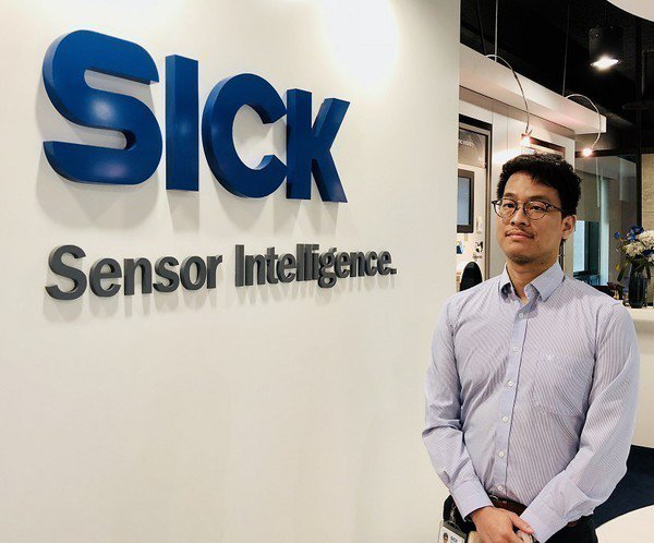 圖1 : 台灣西克(SICK)產品管理經理朱啟懷指出,IO-Link感測器可以即...