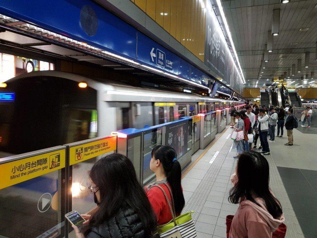 北市今天正常上班上課,台北捷運一如往常於今早6時開始營運。圖/報系資料照