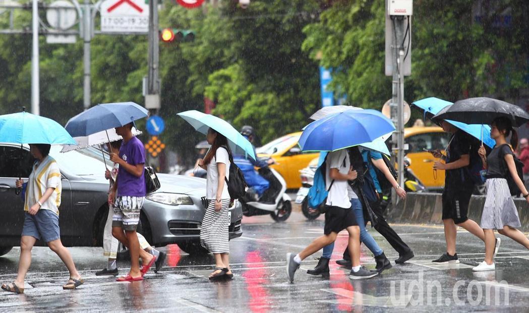 瑪莉亞颱風來襲,北北基颱風假不同調。記者曾學仁/攝影