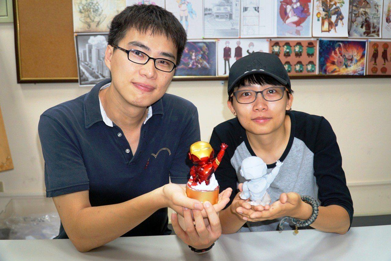 大葉大學多媒體數位內容學位學程助理教授江家慶(左)和女碩士生石馥華(右)一起設計...