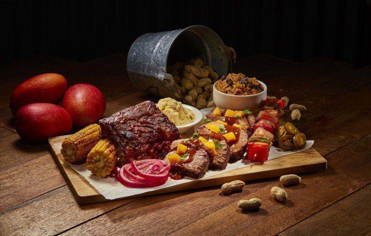 慢燉牛胸拼盤以美式牛肉搭配芒果,吃起來特別有夏季風味。圖/德州鮮切牛排Texas...