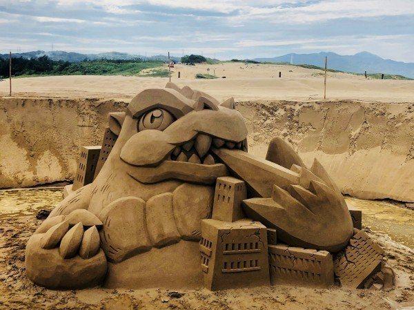 颱風前,福隆沙雕季設計有地下沙雕、「顛倒」主雕、夜間沙雕秀等精彩藝術創作,精彩可...