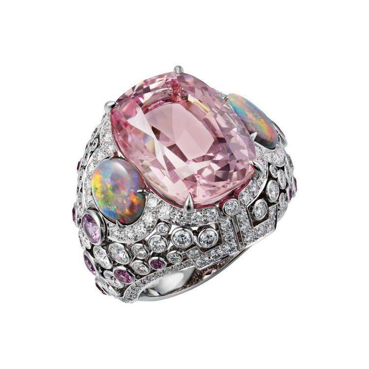 以日本吉野櫻花為靈感的YOSHINO 戒指,白 K 金鑲嵌17.12 克拉枕形切...