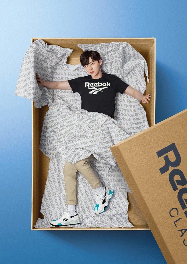 黃旼炫詮釋Reebok AZTREK OG系列經典復古跑鞋。圖/Reebok提供