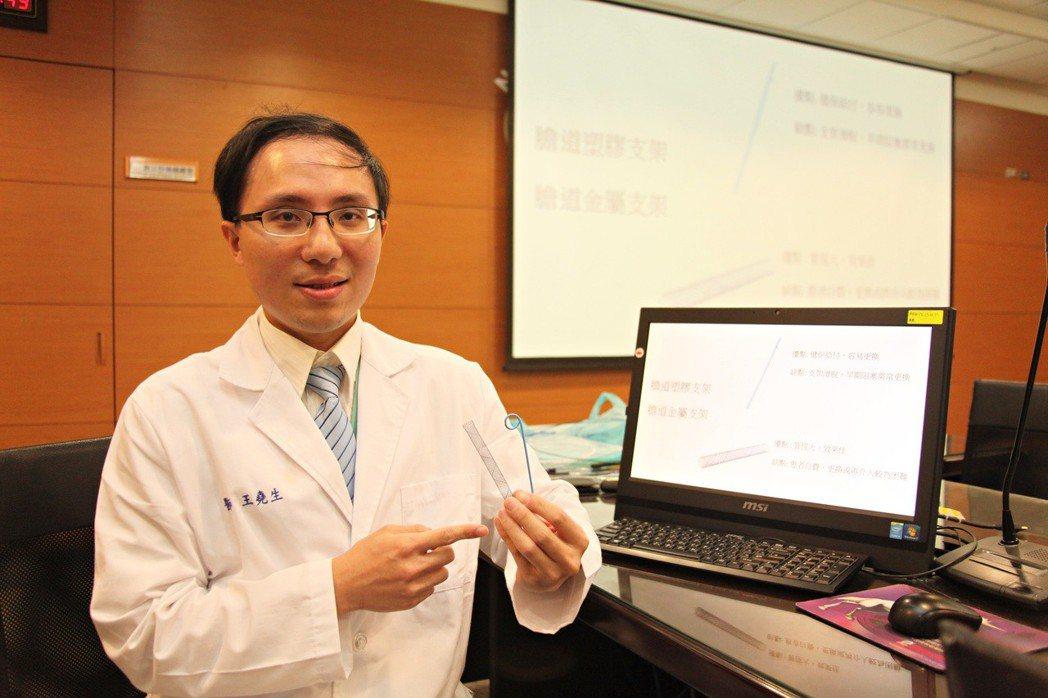 成大醫院胃腸肝膽科醫師王堯生提醒民眾注意黃疸。圖/成大醫院提供