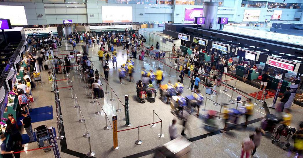 五家上市櫃旅行社公布7月營收,罕見全部出現年衰退走勢,各有4%至35%不等跌幅。...
