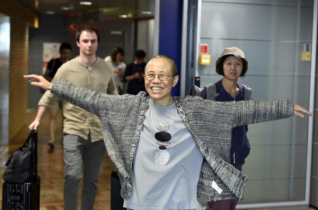遭大陸當局軟禁長達8年的劉霞,10日終於以「人道醫療」為由,抵達德國柏林接受治療...