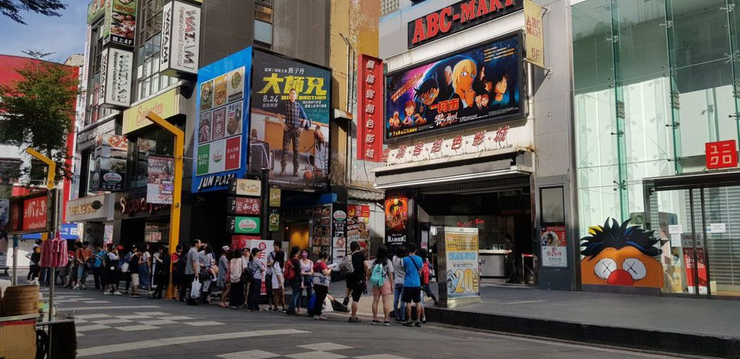 《名偵探柯南:零的執行人》在西門町戲院引起排隊人潮。圖/向洋提供