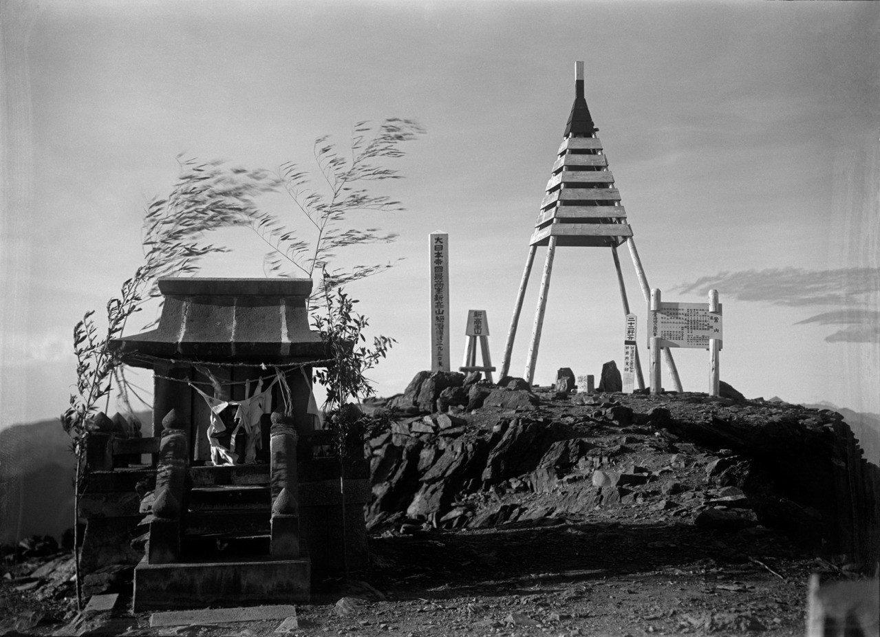 玉山首次測量高度是在日治時期,但當時僅得出比富士山的3776公尺高(圖為日據時期...