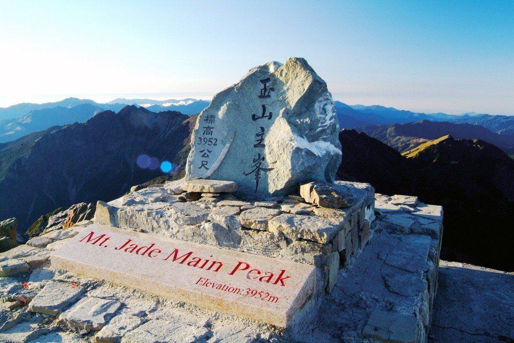 「台灣百岳之首」玉山最新測量成果3952.430公尺,相較於15年前增加0.63...