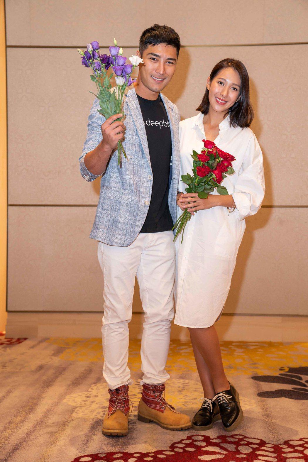 楊晴(右)與羅平在「女兵日記」中被湊對。圖/TVBS提供