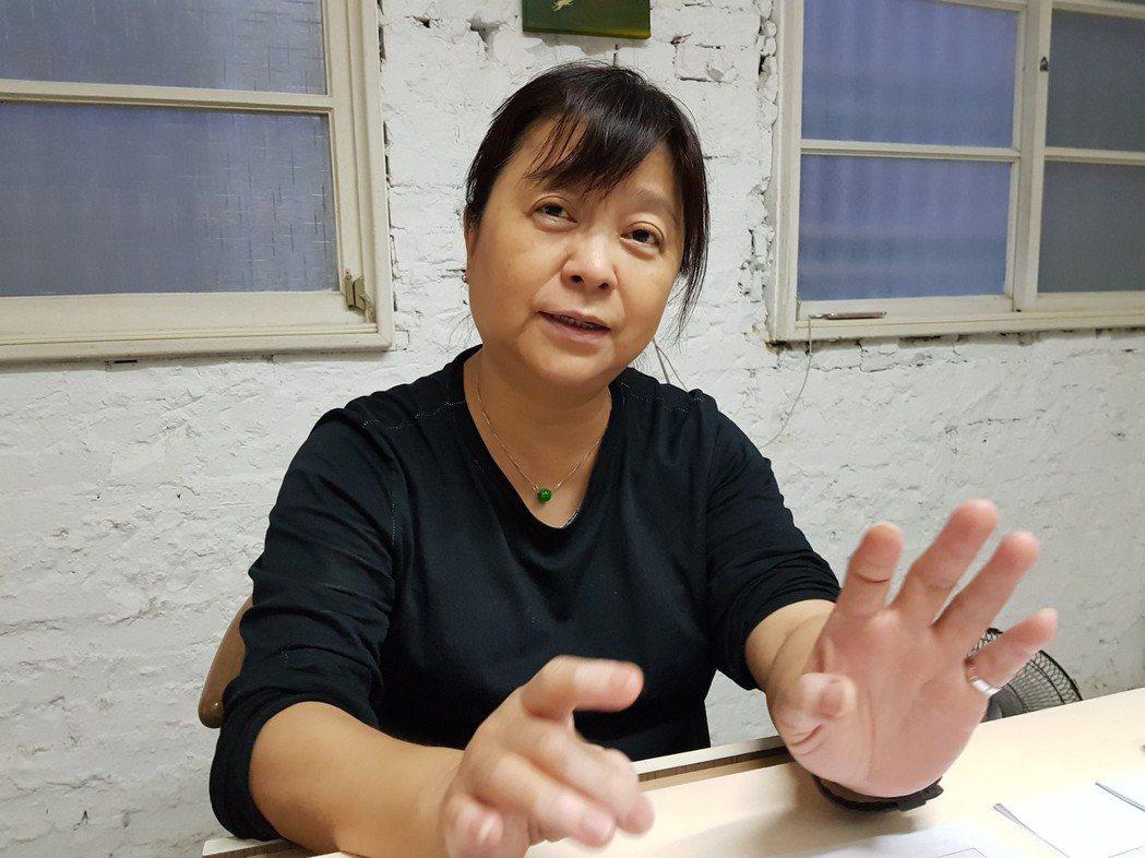 都市藝術工作室負責人杜昭賢就是2004年進行台南海安路藝術改造的發起人。記者修瑞...