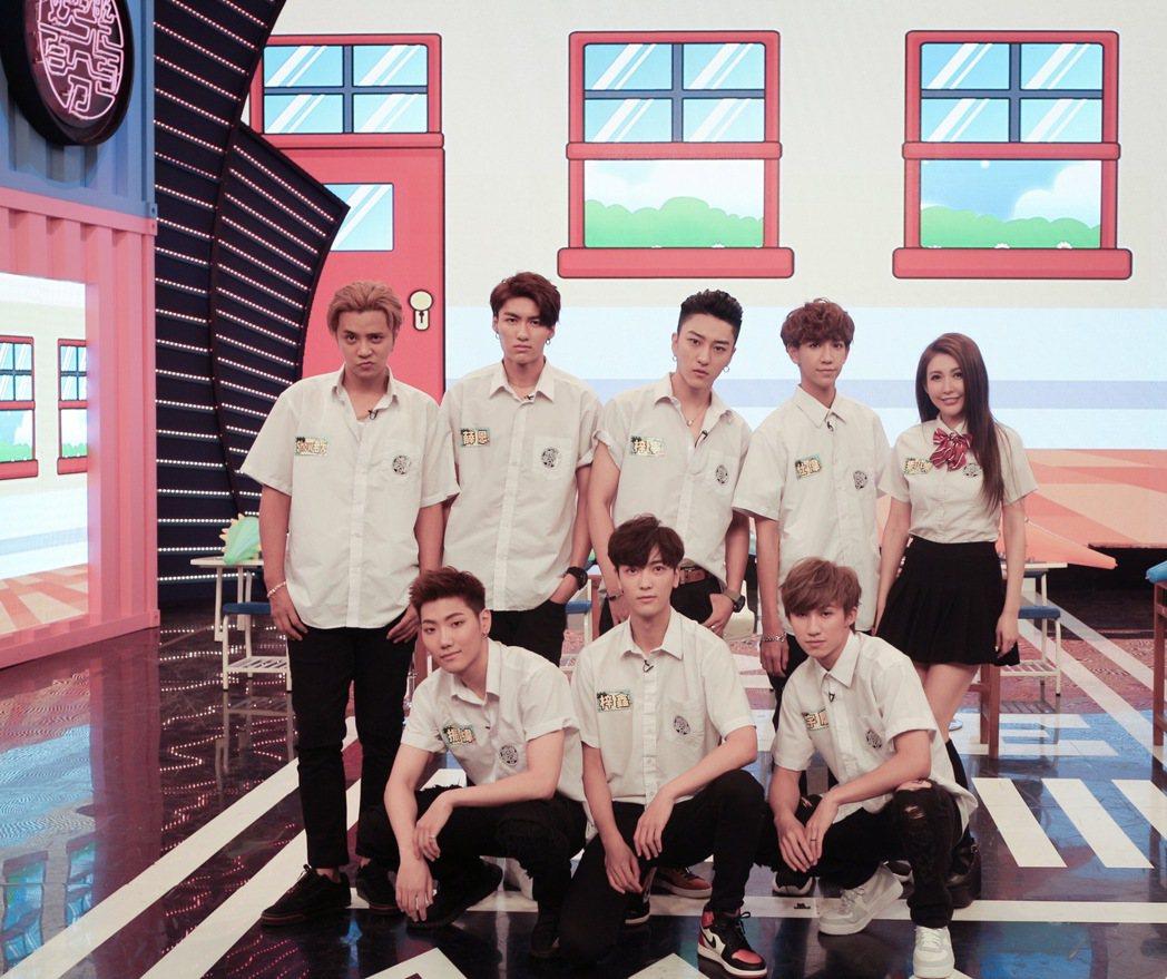 羅志祥(後排左一)帶男團「C.T.O」上八大「娛樂百分百」亮相。圖/八大提供