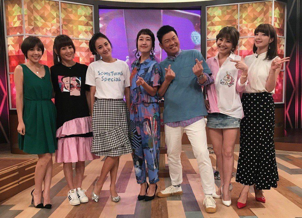 楊晨熙(左)上衛視中文台「一袋女王」。圖/衛視中文台提供