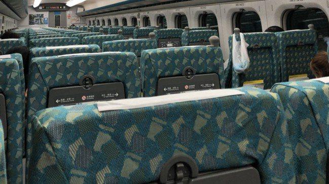 台南晚間淺震,高鐵列車一度停駛。 圖/讀者提供