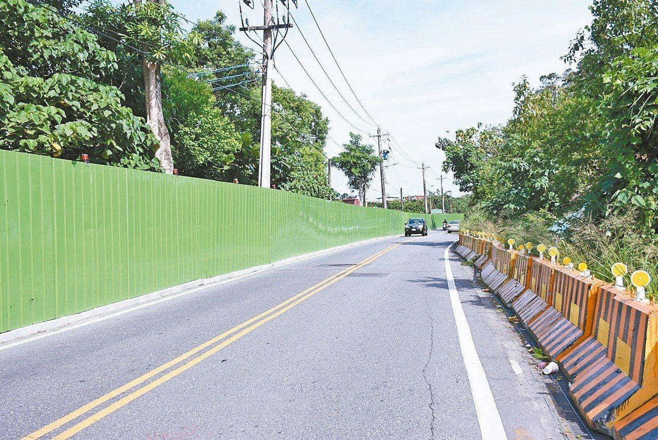 新興路景觀改善及興闢工程今年4月開工,施工位置已完成圍籬搭建。 圖/市公所提供
