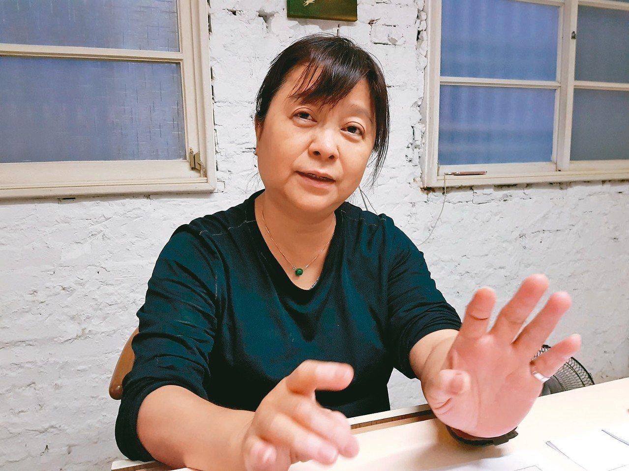 都市藝術工作室負責人杜昭賢就是2004年進行台南海安路藝術改造的發起人。 記者修...