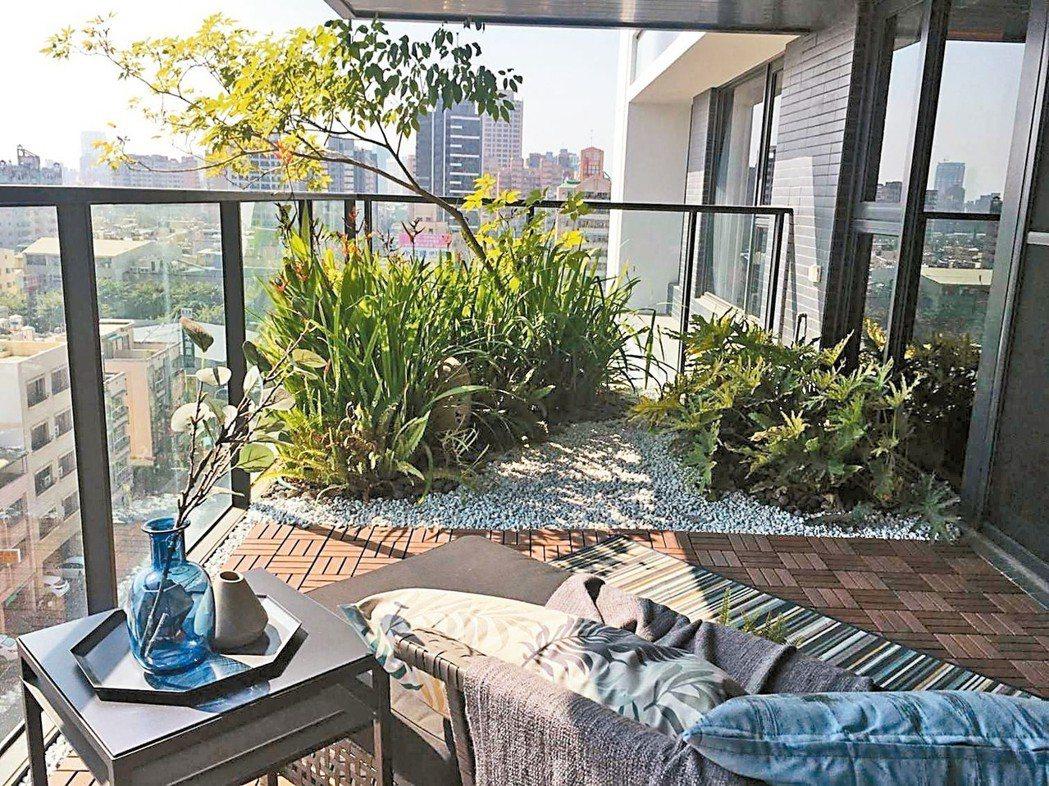 「高雄厝」可施作三米深景觀陽台,種植小喬木,減少陽光直射室內、降低建築物的熱負荷...