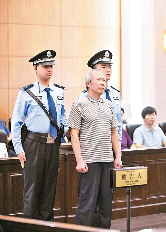 「中國人權觀察」創辦人秦永敏(中)遭判十三年。 (中新社)