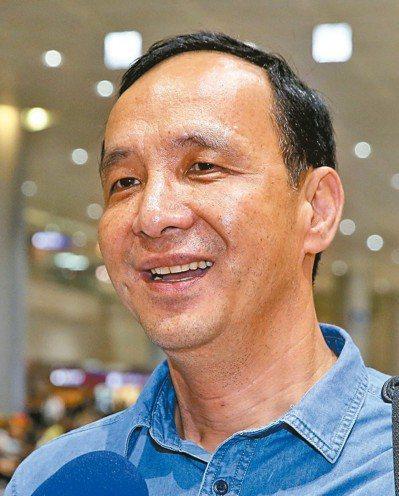 新北市長朱立倫昨天結束新加坡訪問返國,強調不要政治口水。 記者陳嘉寧/攝影