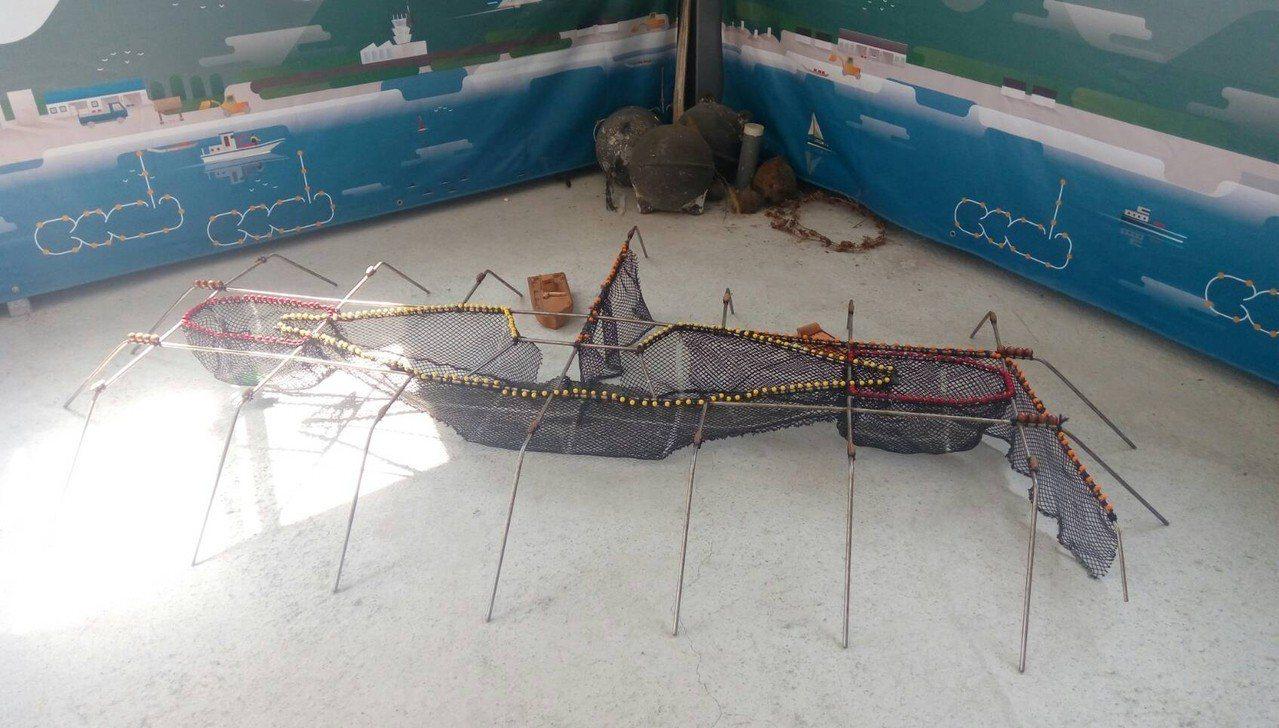 青年黃紋綺在花蓮七星潭成立「Fishbar洄遊吧」,推廣漁業文化。 圖/教育部提...
