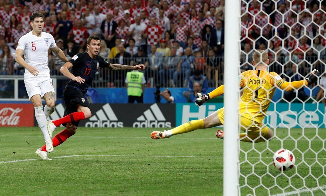 進入延長賽後第107分鐘,克羅埃西亞17號球員曼祖基奇(Mario Mandzu...