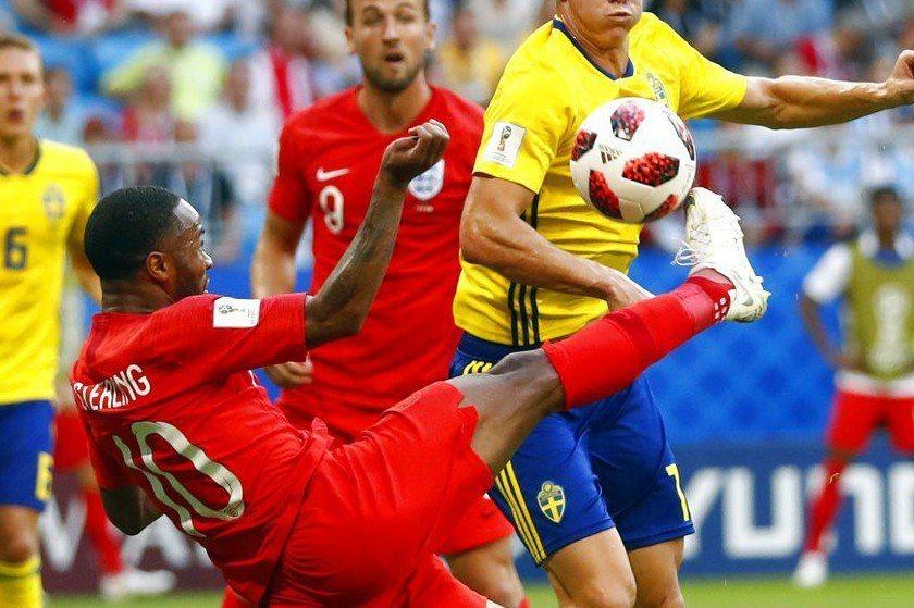 有英格蘭球員在日前與瑞典的8強賽中未依照規定穿著官方授權的球襪上場,遭到國際足總...