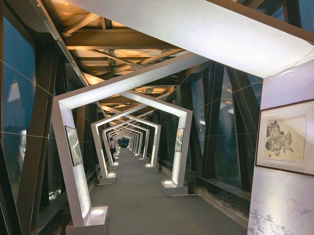 圖為改裝成文化藝廊的輸鹽管道。 記者汪莉絹、曾玉玲/攝影