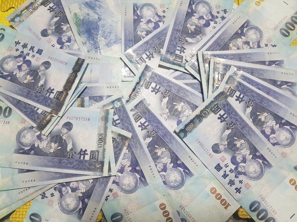 新台幣今12日早盤以30.600元兌1美元,重貶1.19角開出。記者孫中英攝影。