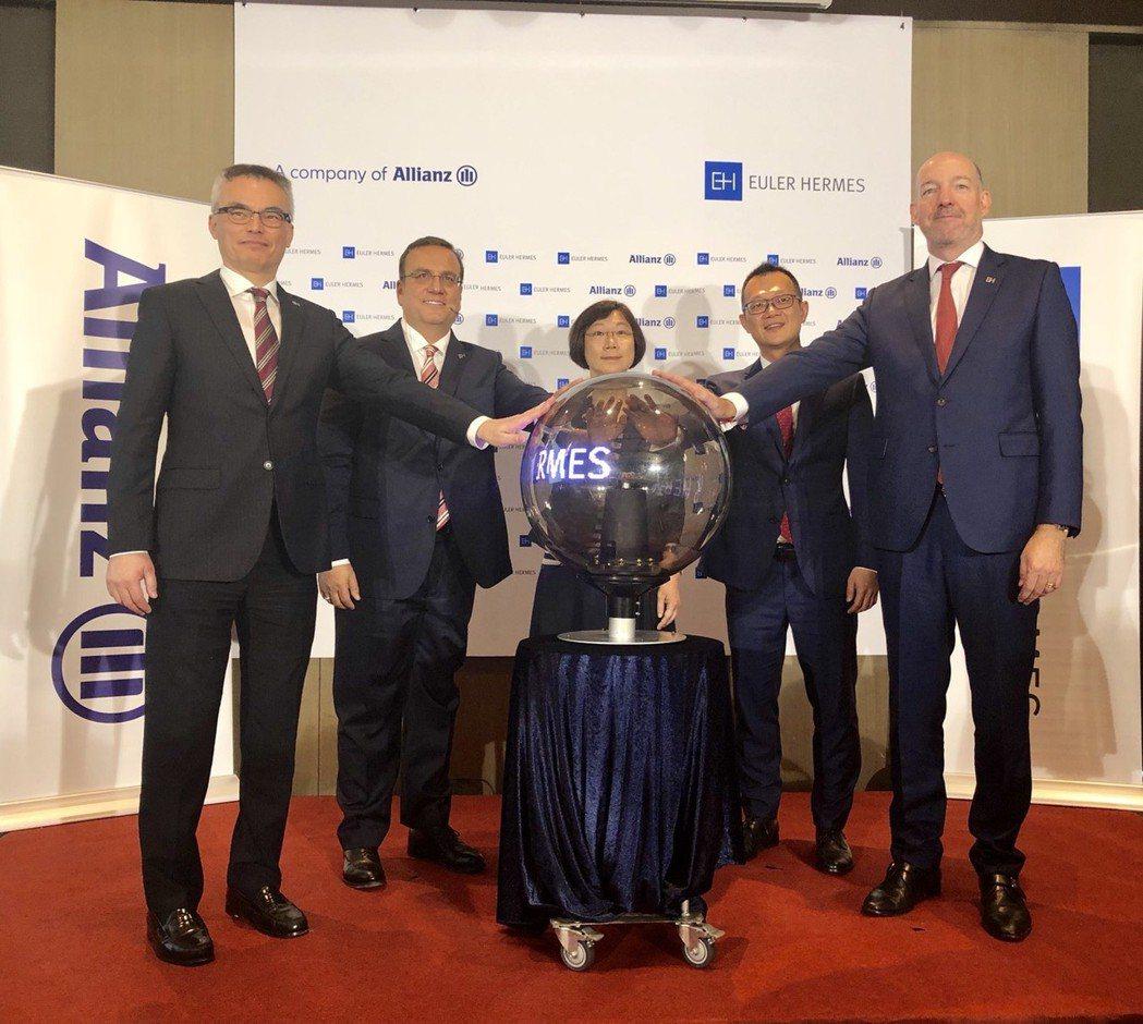 裕利安宜在台灣正式成立分公司(左起)香港、台灣、南韓總經理李一民、亞太區行政總裁...