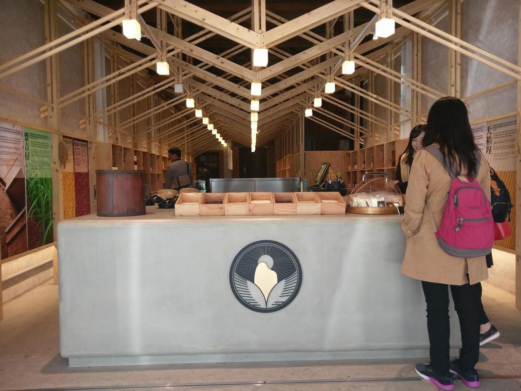 使用樂土的葉晉發商號-米糧桁煮飯吧台。成大昶閎/提供