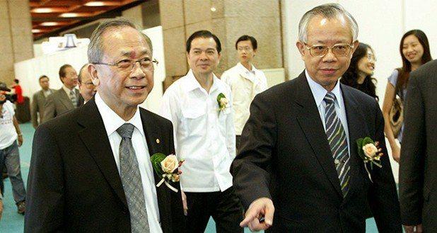 胡勝正(左)與央行前總裁彭淮南(右)。 報系資料照