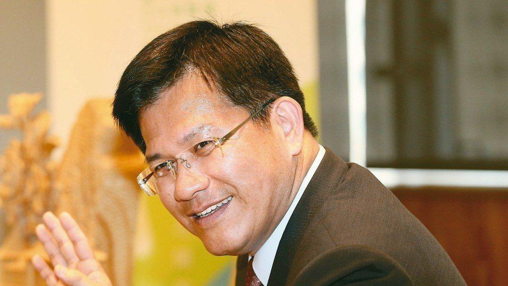 台中市長林佳龍接受本報系專訪時表示,地方派系已是老把戲、老政治,台中政治不是那些...