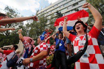 克羅埃西亞搶決賽門票 川普和梅伊先收到球衣