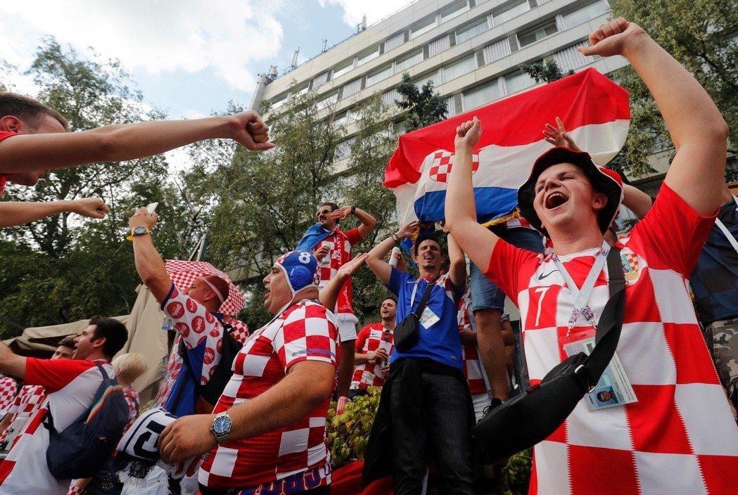 世足4強賽今天由克羅埃西亞出戰英格蘭。圖為克羅埃西亞球迷。 歐新社