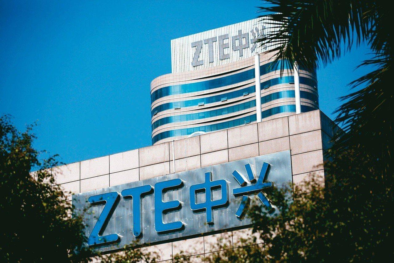 路透社引述美國商務部報導,在禁止美國供應商向中國電信設備大廠中興通訊出貨將近3個...