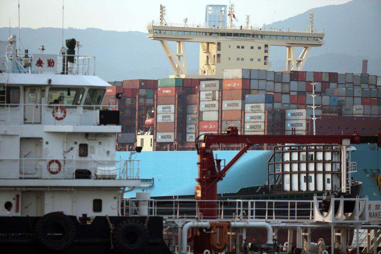 美中貿易戰升溫,貿協副秘書長林芳苗12日表示,美中貿易情勢變化不斷,現在難以判斷...