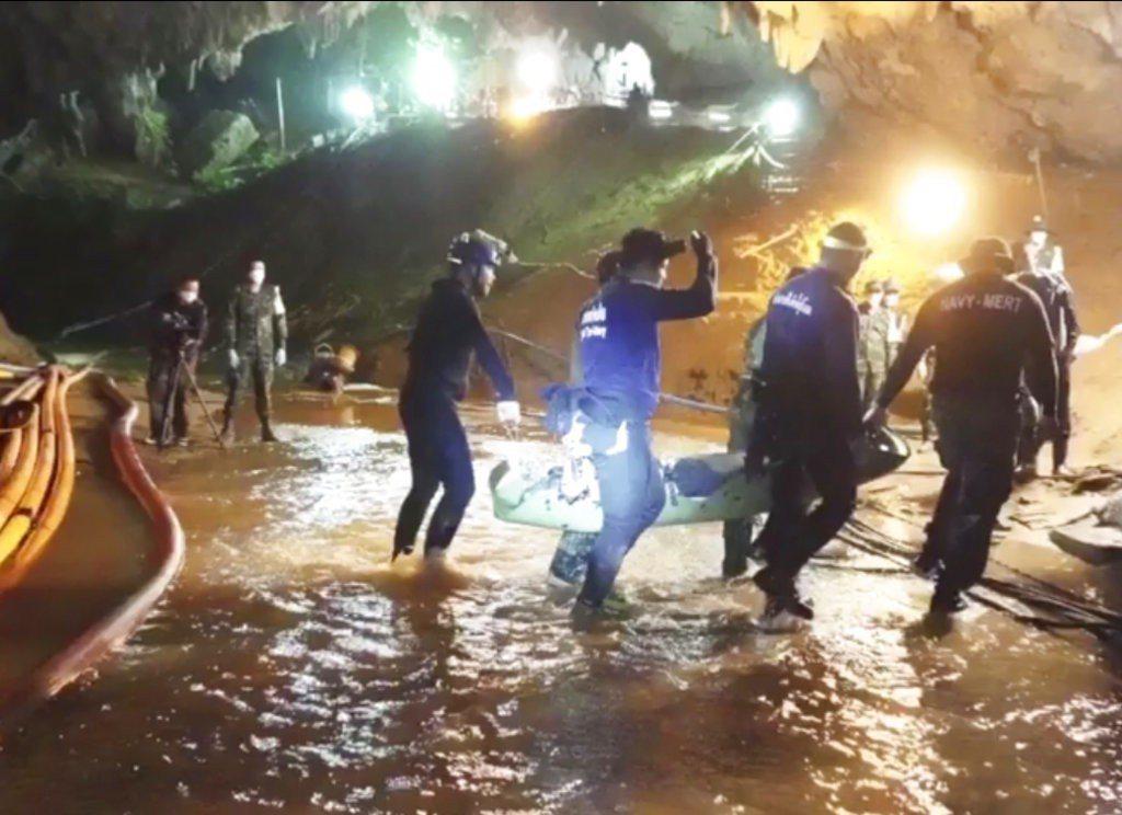 泰洞穴救援差點以悲劇收場。 美聯社