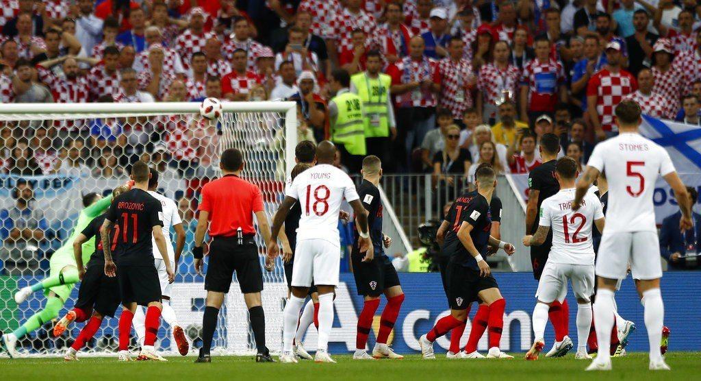 右後衛特里皮耶開賽5分鐘就靠一記自由球為英格蘭率先破網,但若非進球太早,英格蘭下...