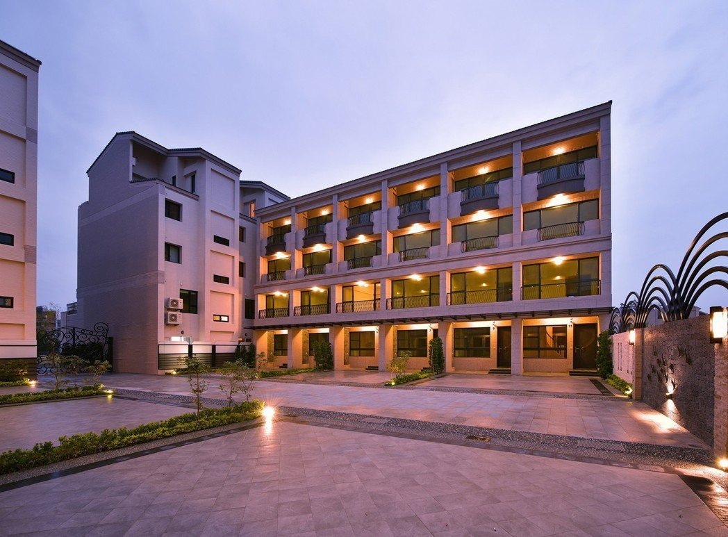 「高更」二期社區型別墅有12戶,和對面住戶棟距達20米。 圖片提供/高京建設